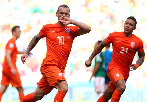 Holanda hizo dos goles en menos de dos minutos cinco minutos para ganar.
