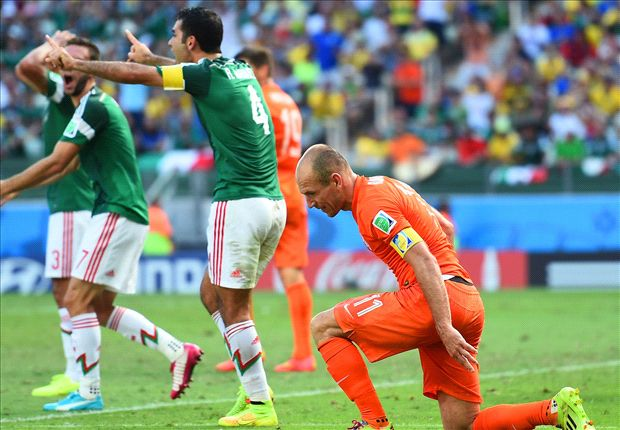 Poll: Did Robben deserve a penalty following Marquez's tackle?
