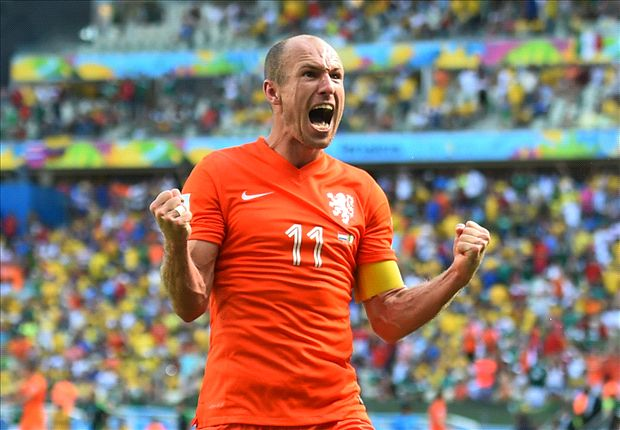 Liverpool tried to sign Robben - Carragher