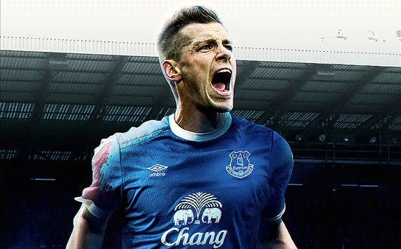 Schneiderlin scores stunner for Everton