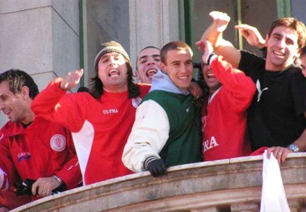 El lunes 5 de julio de 2004 el plantel fue recibido por 10 mil personas.