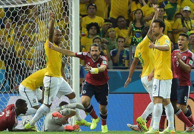 Yepes convirtió un gol pero fue anulado por fuera de juego. Colombia buscó y se despidió de pie.