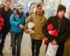 Dybala e Iturbe entregaron mantas a los 'sintecho' de Turín