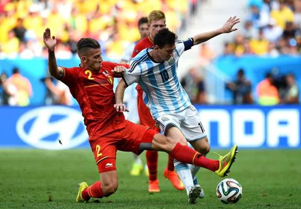 Alderweireld a contrasto con Messi nel Mondiale brasiliano
