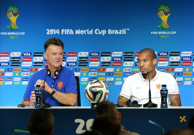 Where is Manchester United's De Jong? Why a holding midfielder is key for Van Gaal