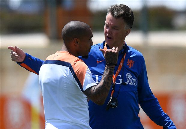 Manchester United make €10m move for De Jong