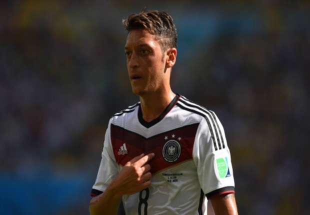 """Mesut Özil dice que el Arsenal puede """"ganar la Premier"""""""