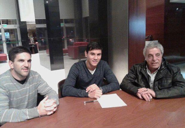 Ustari hoy firmó su contrato y mañana será presentado oficialmente.