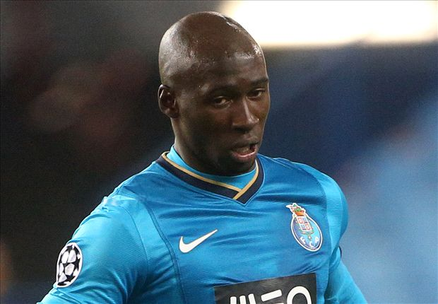 Mangala flies in to complete Manchester City move