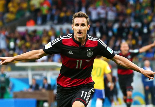 Klose breaks Ronaldo record