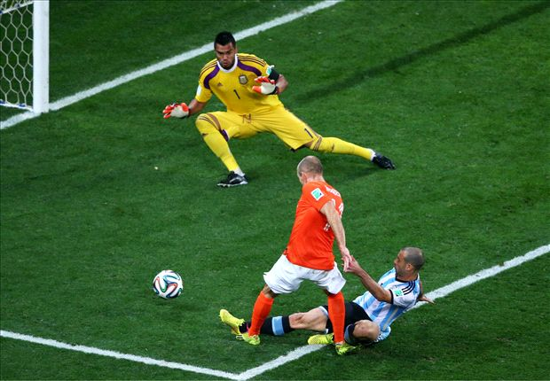 El indomable Javier Mascherano echa del Mundial a Arjen Robben