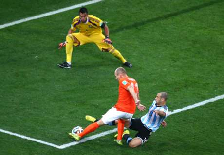 'Argentina lucky Robben hesitated'
