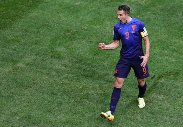Van Persie tells Van Hooijdonk: Stick to playing golf