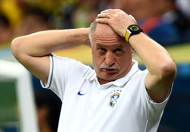Maicon defends Brazil boss Scolari