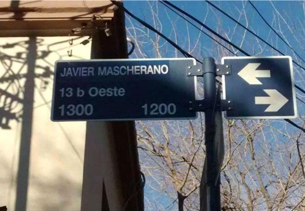 Una de las principales calles de Mendoza fue rebautizada por algunas horas.