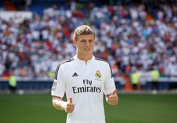 Toni Kroos en su presentación con el Real Madrid