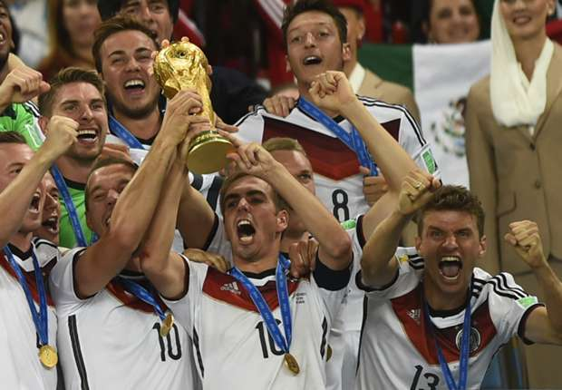 Beckenbauer: I hope Lahm doesn't regret Germany retirement