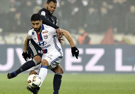 Depay wint bij debuut met Lyon