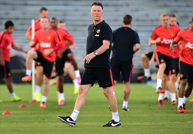 Van Gaal hails 'amazing' Manchester United defence