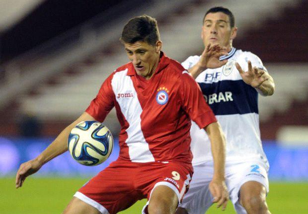 Las manos de Gabbarini le dieron el pase a Argentinos ante Gimnasia