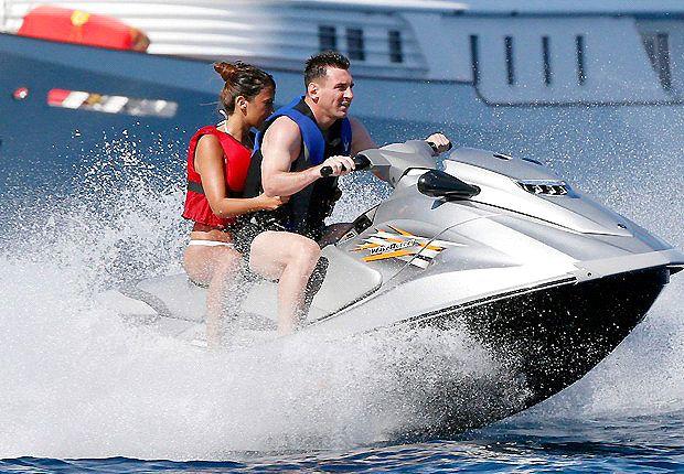 Messi y Antonella, divirtiéndose en el jet-ski