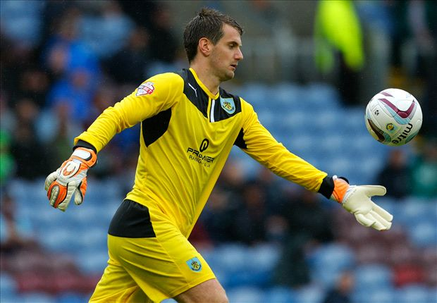 Burnley confirm new three-year Heaton deal