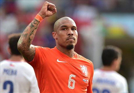 Man Utd make late De Jong push