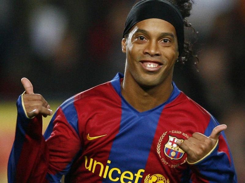 Ronaldinho to make Barcelona return in Man Utd legends game