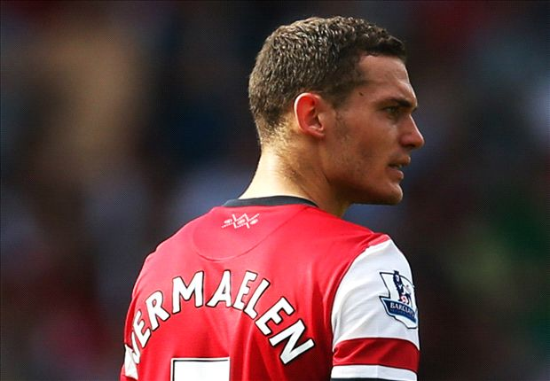 Official: Barcelona signs Vermaelen from Arsenal