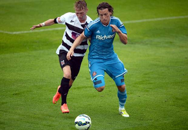 Sunderland defender Jones to miss season opener
