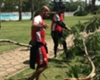 El plantel de Estudiantes ayuda a reparar el club tras el temporal