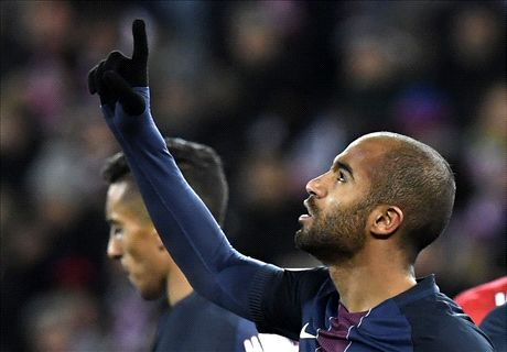 Late strike hands PSG the points