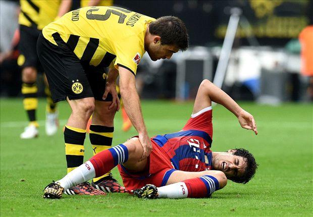 Martinez stretchered off in Dortmund clash