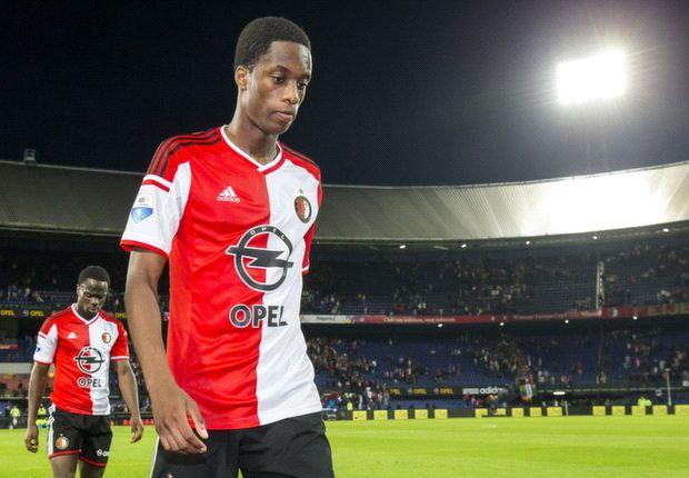Toornstra en Kongolo op de bank bij Feyenoord tegen Twente ...
