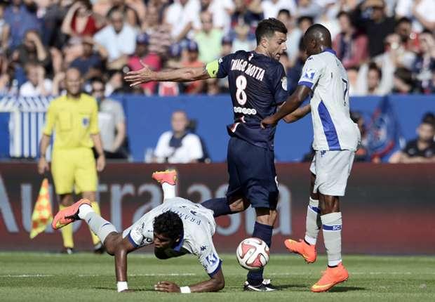 Thiago Motta baja a Brandao. El brasileño se tomó revancha en el vestuario...