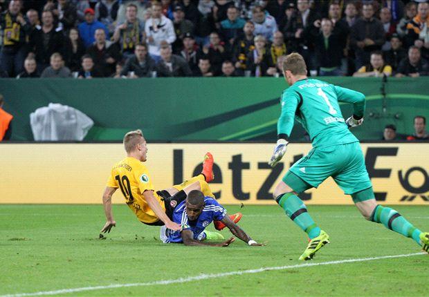 Santana verursacht den Elfmeter zum 1:0 für Dresden