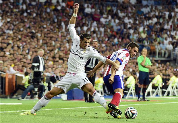 Bale pelea un balón