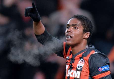 Douglas Costa: Chelsea were in touch