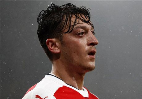 Zieke Özil lijkt fit genoeg voor Liverpool