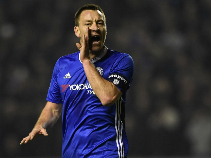 VIDEO: Terry flattens Moses in Chelsea training