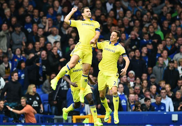 Frightening Chelsea lays down title marker to misfiring Manchester City