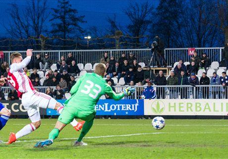 Ajax dankzij Sierhuis in kwartfinales