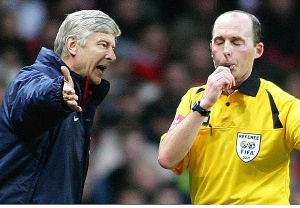 Wenger flies to Rome on deadline day to referee charity match