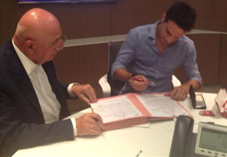 Official: AC Milan sign Bonaventura