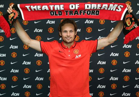 Official: Manchester United sign Blind