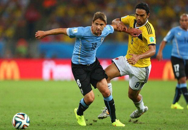 Gastón Ramírez en el Uruguay - Colombia de octavos de final del Mundial 2014