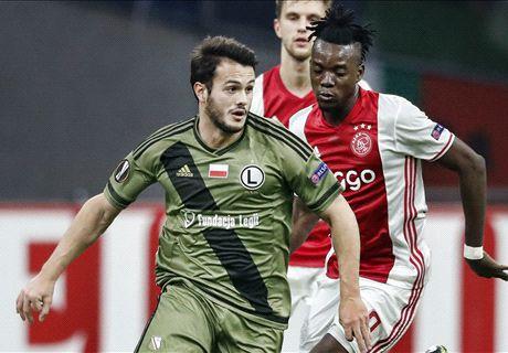 Ajax kruipt door het oog van de naald