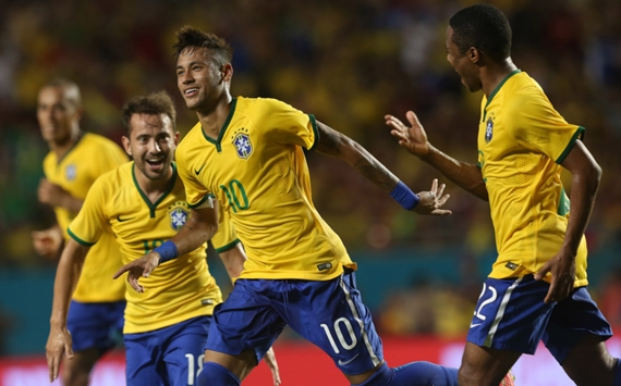 Neymar celebration Brazil Colombia Friendly 09052014