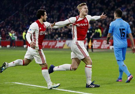 Verdedigers helpen Ajax langs Heracles