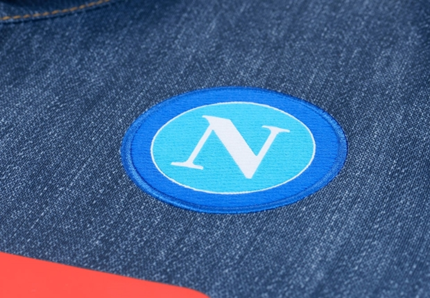 Nueva camiseta alternativa Macron del Nápoli que simula ser de jean